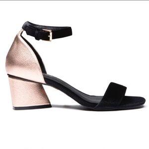 Gatsby Rose gold black velvet heels! 7.5!